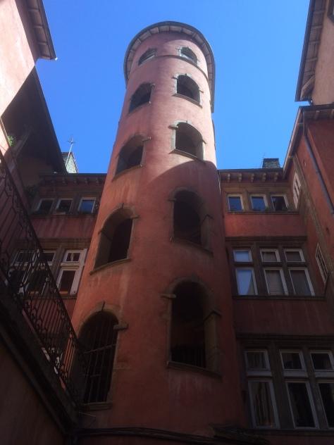 """Traboule """"Maison du Crible - Tour Rose """",16 rue du Bœuf, quartier Saint Jean (Vieux Lyon)"""
