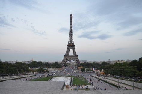 Vista sulla Torre Eiffel e i giardini Tuileries dalla terrazza Trocadero