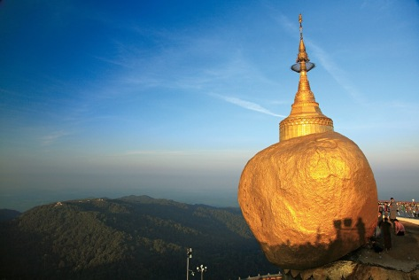 Roccia d'oro sul Monte Kyaikto _ Myanmar (immagine presa dal web)