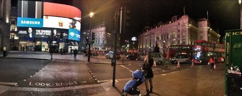Io e la mia polpetta a Piccadilly Circus